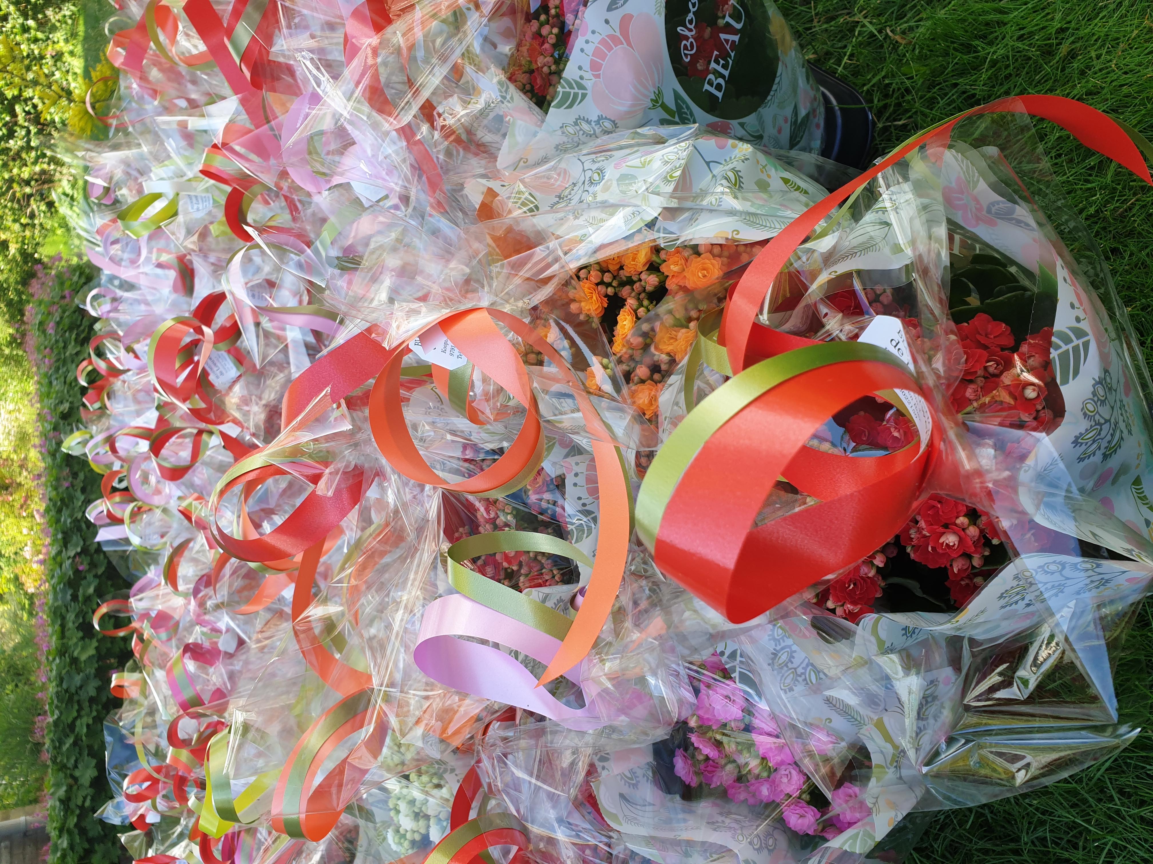 Dorpscoöperatie Ten Boer zet hun leden in de bloemen.